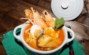 Sopa de mariscos y salsa de zanahoria y vainilla